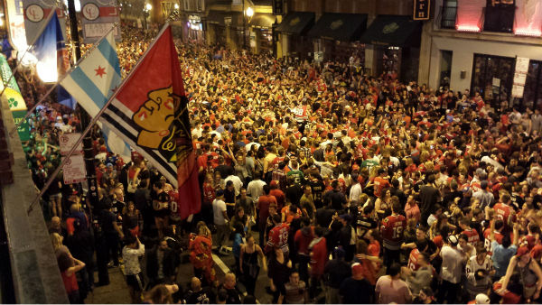 As they normally do, Hawks fans took to the streets of Chicago to celebrate a Dynasty.